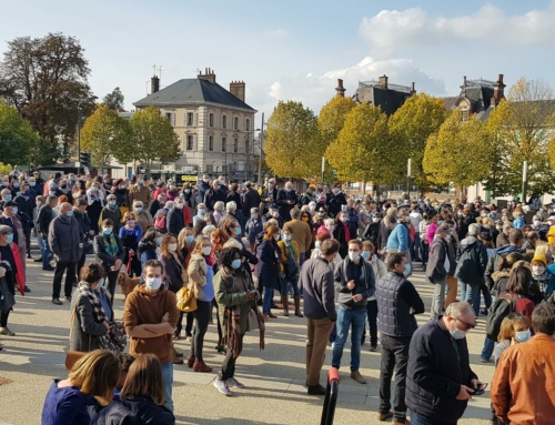 Rassemblement à Chartres en mémoire à Samuel Paty: PHOTOS et VIDEO